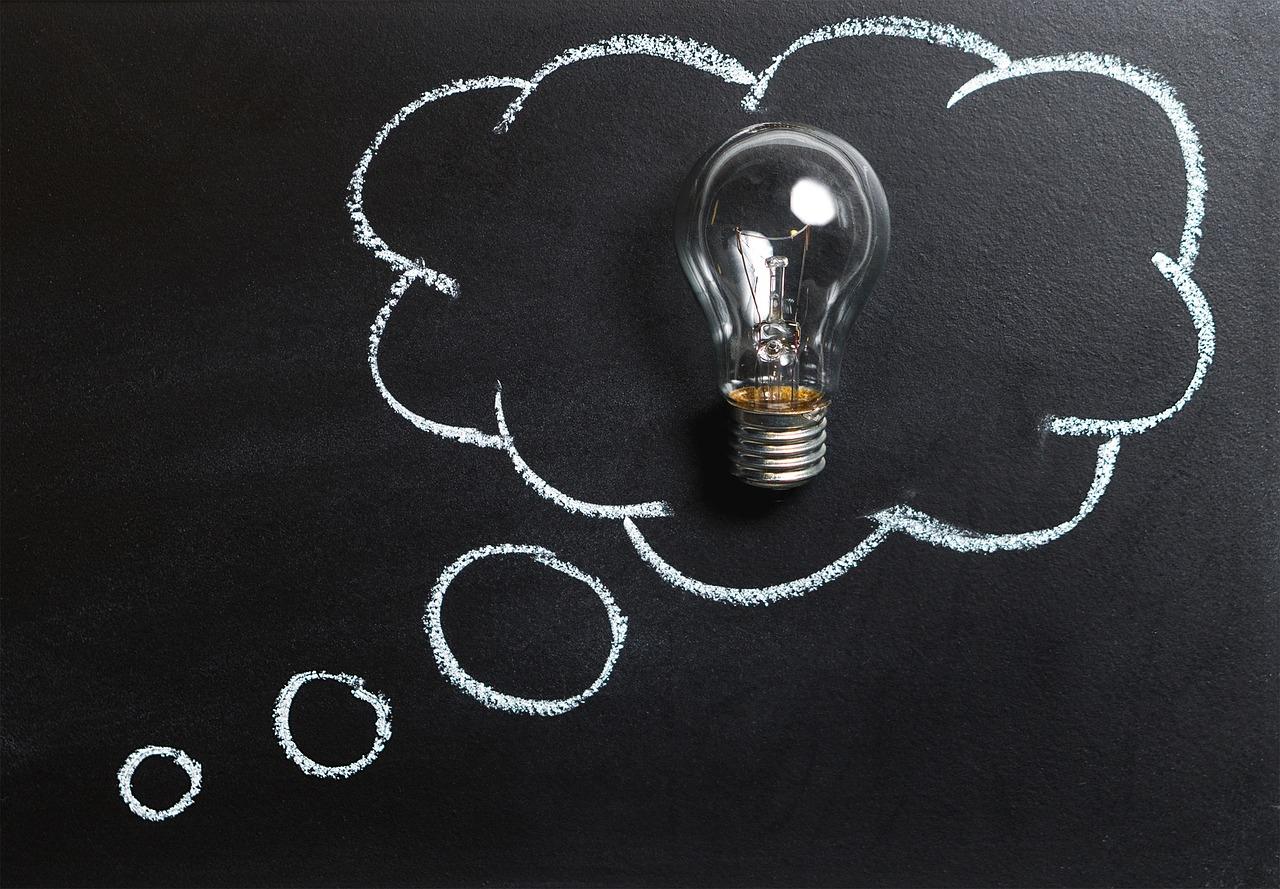 Glühbirne als Zeichen für die Vorteile der DSGVO