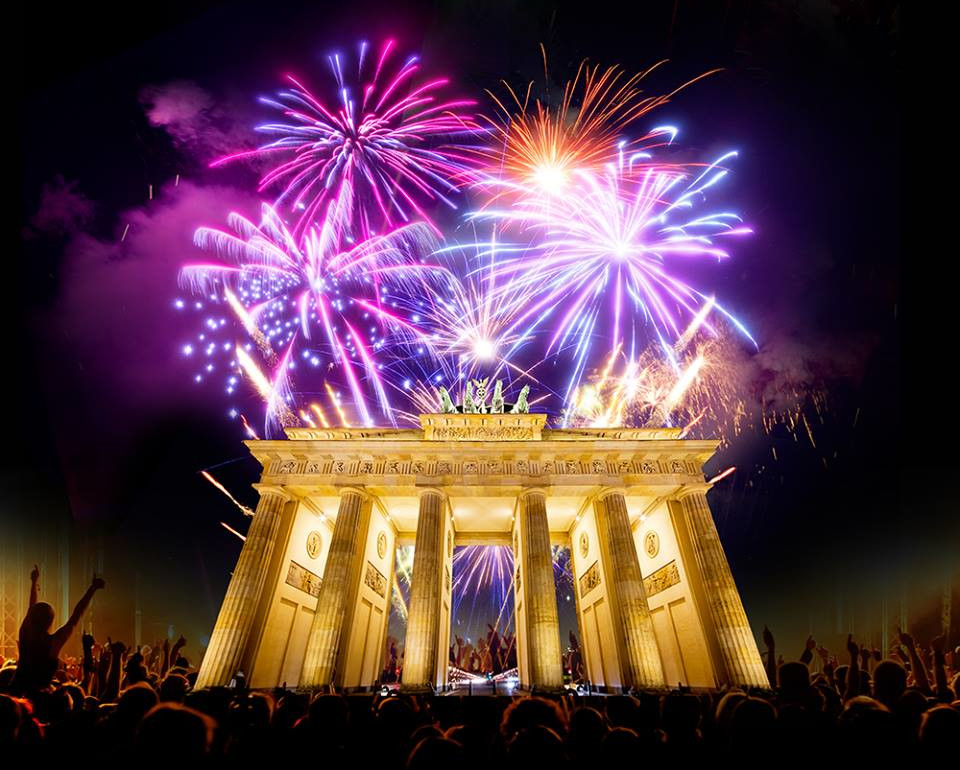 Brandenburger Tor mit Feuerwerk