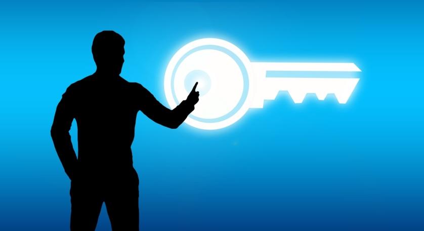 Person mit Schlüssel
